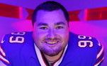 """O joagdor do Buffalo Bills, Harrison Phillips, foi escolhido como o """"Community MVP"""" da semana 5, pela NFLPA, associação dos jogadores da liga de futebol americano. Odefensive tackle é um dos jogadores mais carismáticos e conhecido por seus trabalhos comunitários. Conheça alguns dos projetos"""