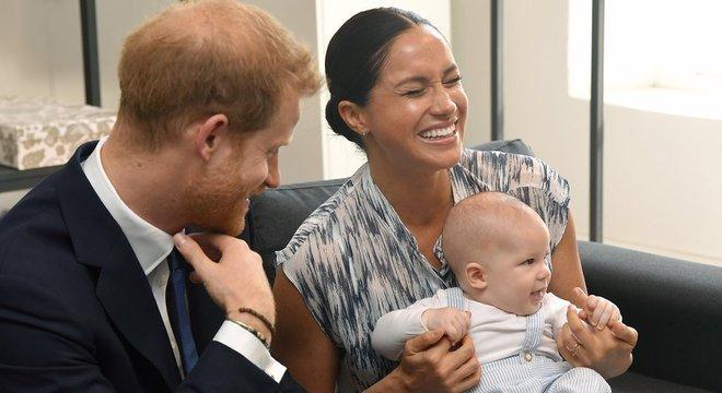 Na primeira saída oficial de Archie, Meghan e Harry levaram o bebê para um encontro com Desmond Tutu, vencedor do Prêmio Nobel da Paz