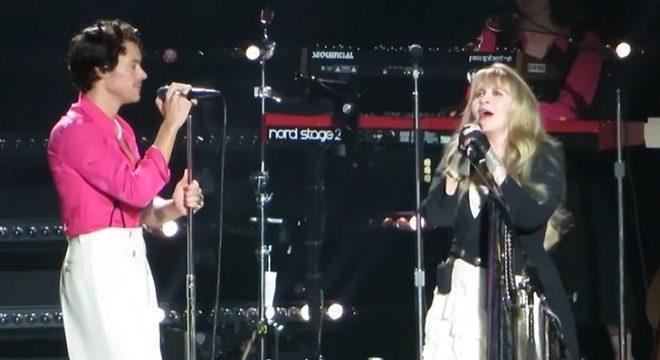 Harry Styles canta com Stevie Nicks em show de estreia do novo disco