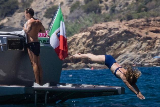 Eles aproveitaram as boas temperaturas do verão europeu para curtir mergulhos no mar