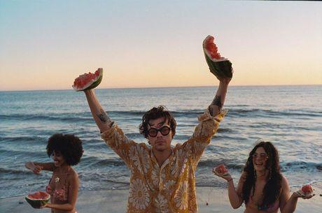 Harry Styles divulga clipe para 'Watermelon Sugar High'