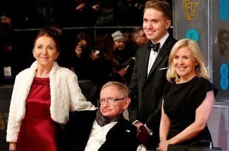 Resultado de imagem para stephen Hawking e seus filhos