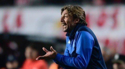 O argentino Heinze saiu do Vélez. É um treinador extremamente competitivo, atualizado