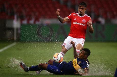 Jogo em Porto Alegre foi marcado por muita chuva