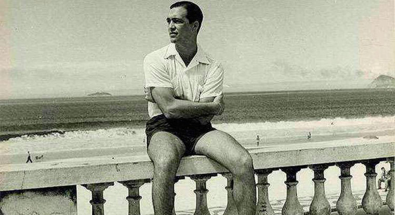 Heleno de Freitas, à beira da praia onde jogava o Futebol de Areia