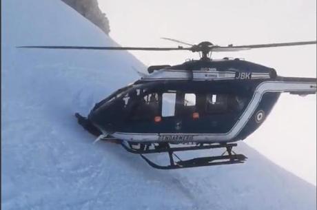 Um esquiador tinha se ferido na subida