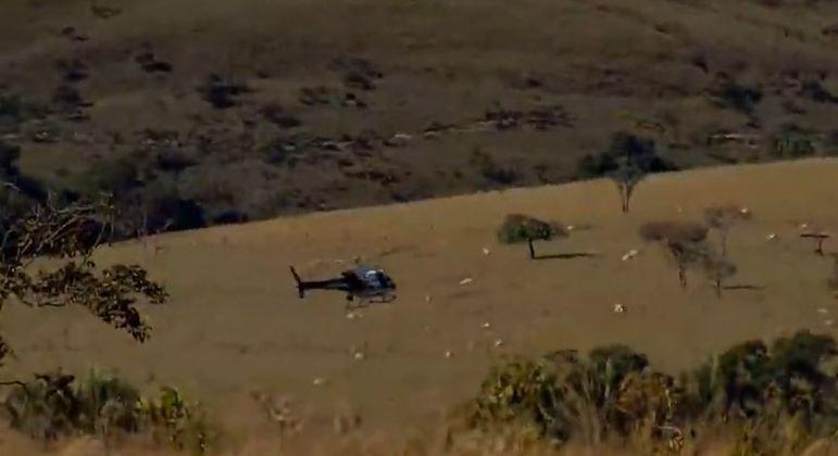 Helicópteros sobrevoam Águas Lindas de Goiás em busca de Lázaro Barbosa