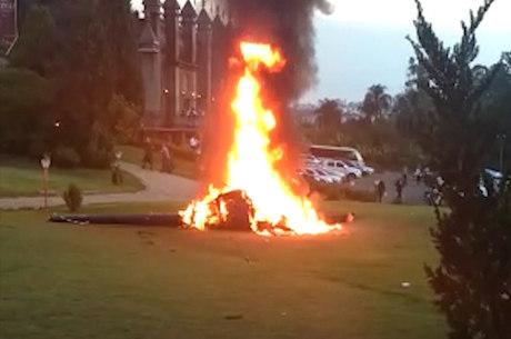 Aeronave pegou fogo após a queda