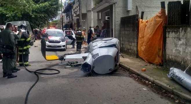 Helicóptero caiu em Ubatuba, litoral norte de São Paulo