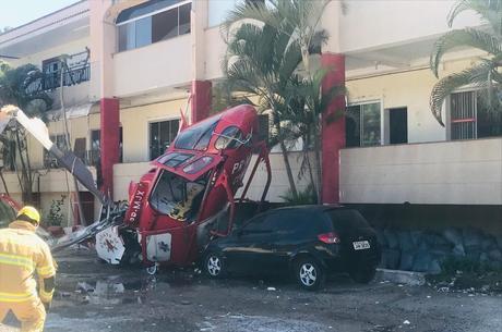 Aeronave caiu em área residencial de Brasília