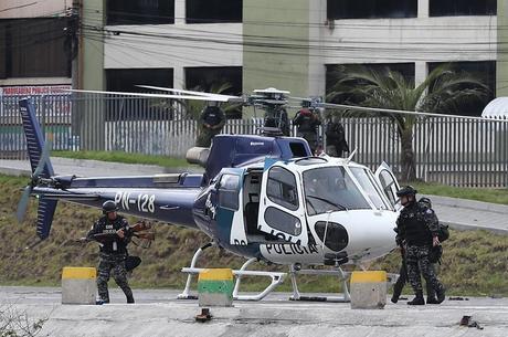 Militares retomaram prédios públicos no Equador