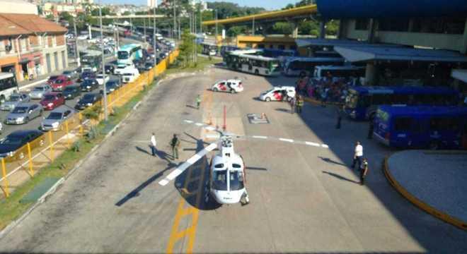 Helicóptero águia, da PM, teve de ser acionado para levar o idoso ao hospital
