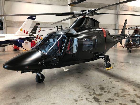 O modelo é um Agusta 109 Power do ano de 2002. A aeronave foi toda reformada para ficar com a cara do cantor