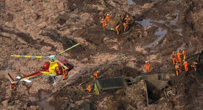 Estouro de barragem em Brumadinho deixou cerca de 150 desaparecidos e um rastro de destruição