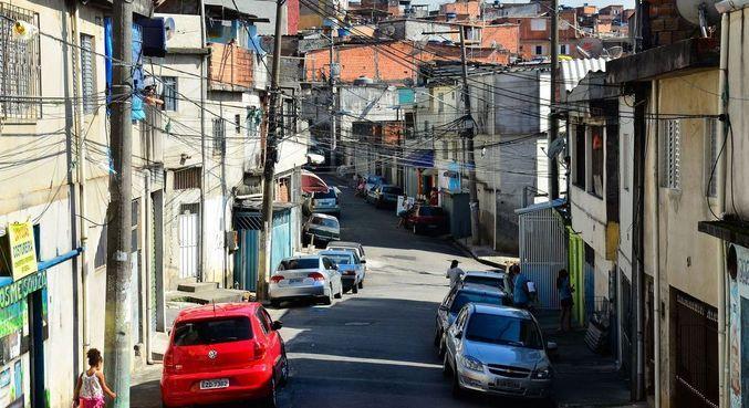 Manifestantes seguiram pela comunidade em direção à avenida Juntas Provisórias