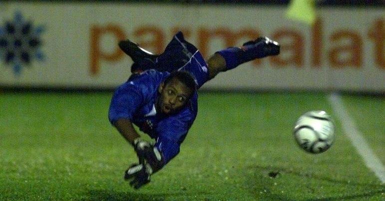 HELTON - O goleiro Helton é o segundo brasileiro com mais jogos pelo Porto. Foram 334 jogos. Além disso fez sete títulos nacionais. Assim virou ídolo da torcida.