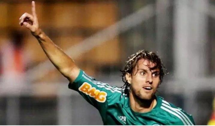 Henrique (2 milhões de euros): Brasil, zagueiro, 33 anos, último clube foi o Ittihad Kalba