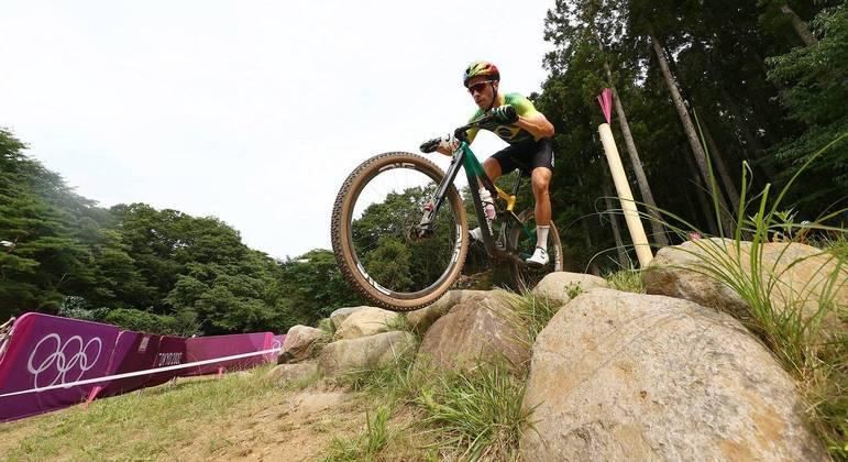 Henrique Avancini em ação durante prova do ciclismo mountain bike