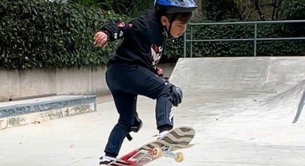 Henry pratica skate