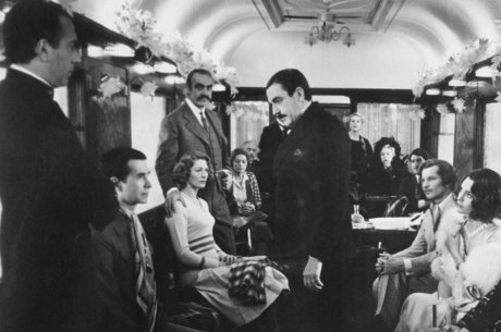 Hercule Poirot (Albert Finney) em 'Assassinato no Expresso do Oriente'