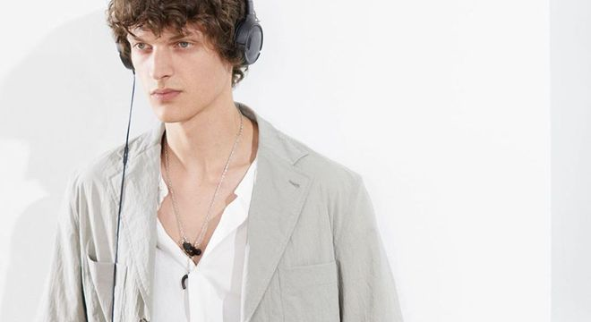 Com ares de bastidores, Hermes estreia Semana de Moda em Paris