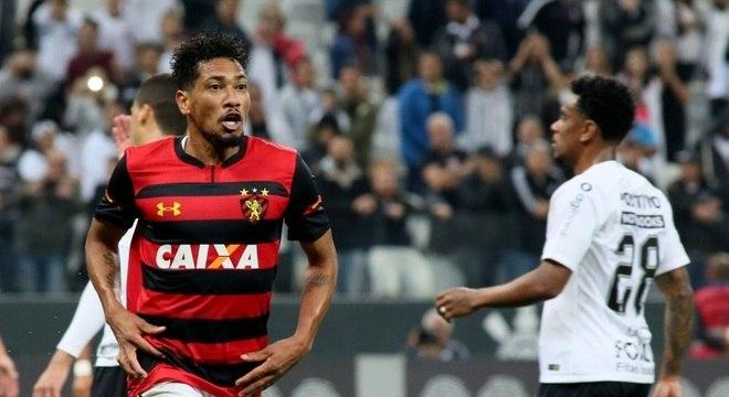 256cc91f96f98 Corinthians bate Sport e volta a vencer no Brasileirão após 4 jogos ...