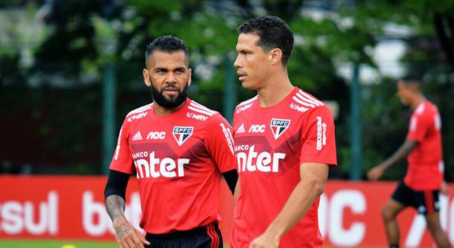 Para Fernando Diniz é impossível Daniel Alves e Hernanes juntos