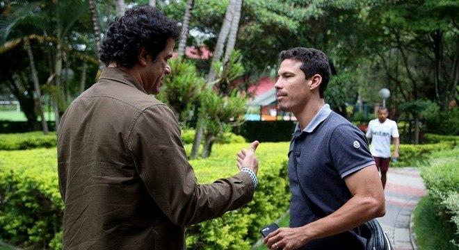 Até o executivo Raí é pressionado pelo salário alto para o reserva Hernanes