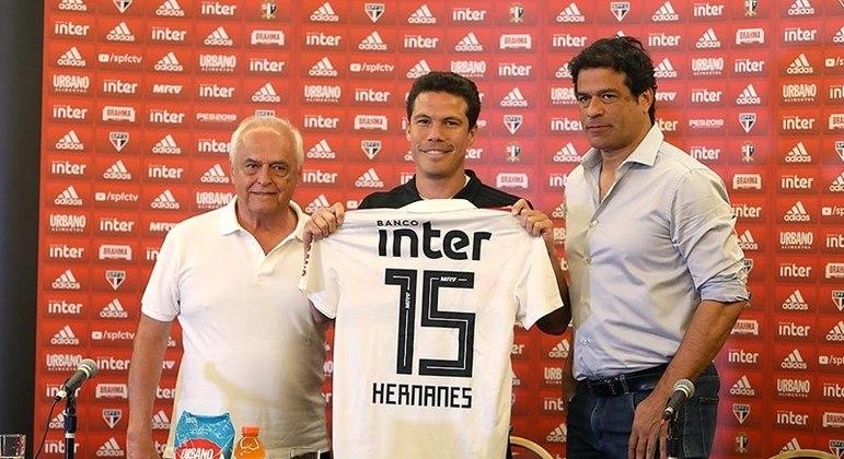O inseguro Leco e Raí fizeram questão de posar para a foto, na frustrada volta de Hernanes