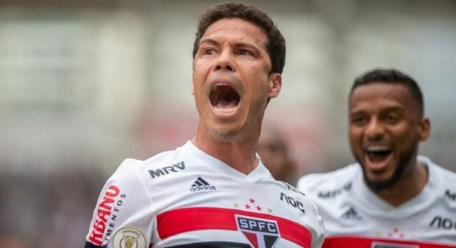 Hernanes (nove gols - 2017) - O volante chegou ao time na metade do Brasileirão para tentar salvar o São Paulo do rebaixamento. Deu certo. Ele fez nove gols em 19 partidas e foi peça chave na recuperação do time.