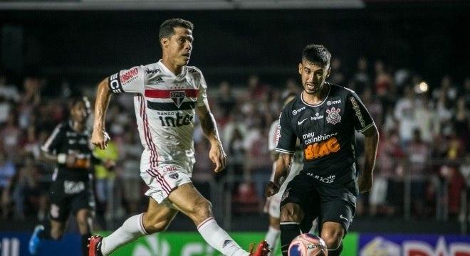 Hernanes perdeu chance clara de gol no empate entre São Paulo e Corinthians
