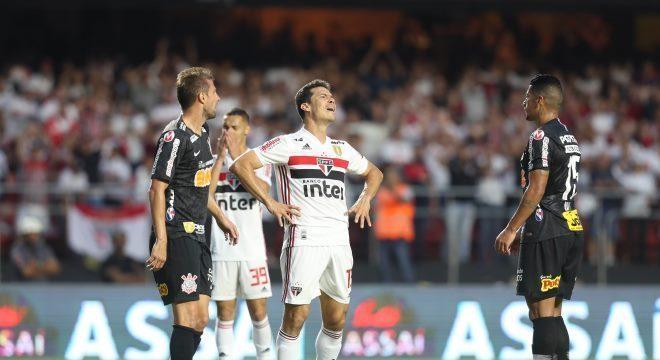 São Paulo x Corinthians empataram por 0 a 0 no primeiro jogo, no Morumbi