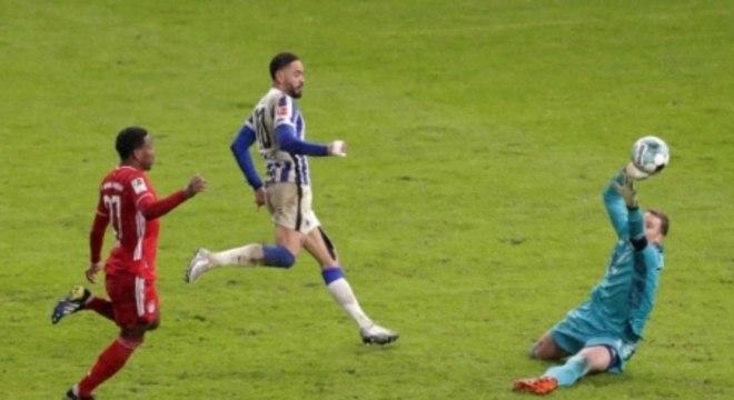 Hertha Berlin x Bayern de Munique - Matheus Cunha perdendo gol