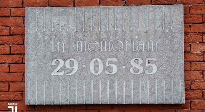 A placa que lembra, nos traços, od 39 mortos na tragédia