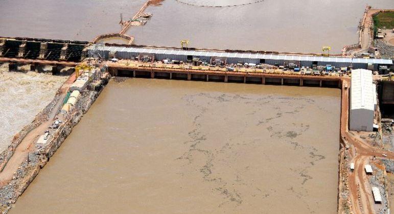 Quarta maior do Brasil, hidrelétrica Santo Antônio vê risco de paralisação total