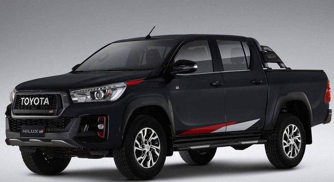 Nesta versão a Toyota trabalha com motorização a gasolina e a diesel