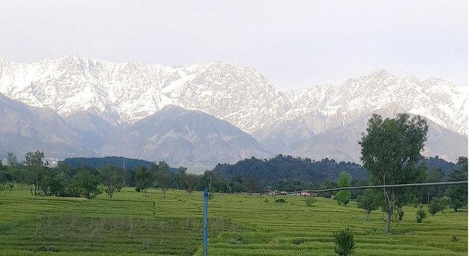 Morador da região do Punjab registrou os Himalaias, com as montanhas cobertas de neve