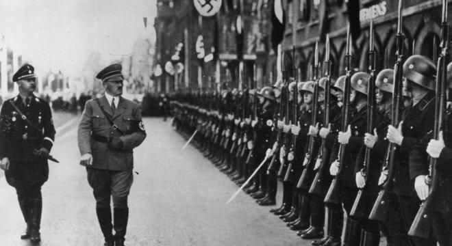 Em meio a crise econômica e política na Alemanha, o nazismo trazia ideia de 'revolução social'. mas só para os 'arianos'