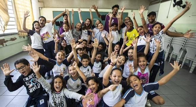 Crianças participam de oficinas fora do horário de aula em Diadema