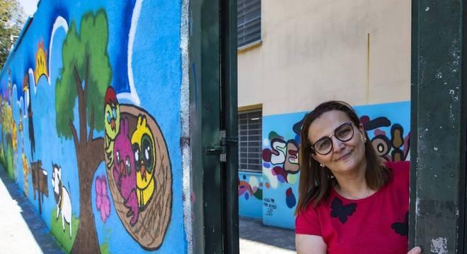 """Simone Lopes, diretora: """"os alunos passam a ter perspectiva de vida"""""""