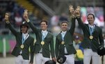 Os cavaleiros do time brasileiro de salto por equipes chegaram à medalha de ouro no Pan de Lima