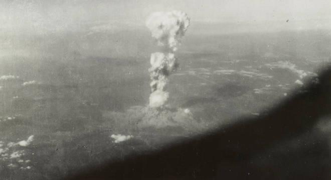 Foto registra momento que bomba caiu em Hiroshima