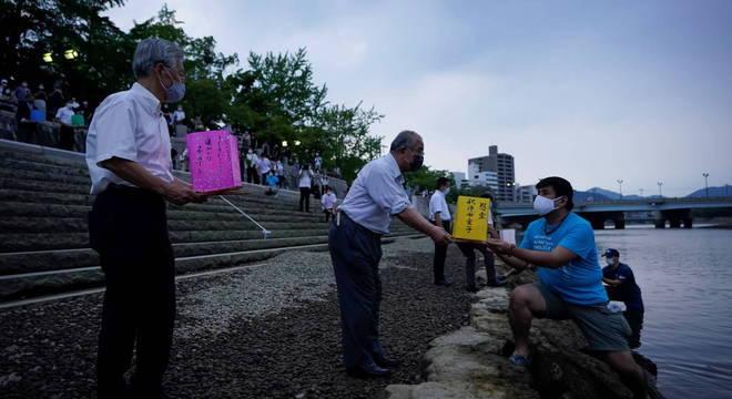 Japoneses e sobreviventes celebram resiliência 75 anos depois de ataque em Hiroshima