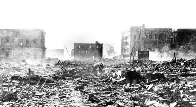Em 6 de agosto de 1945, os EUA jogam uma bomba atômica em Hiroshima