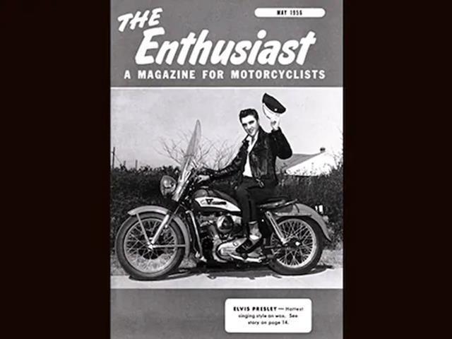 Elvis Presley na capa da revista The Enthusiast sentado em uma H-D KH de 1956