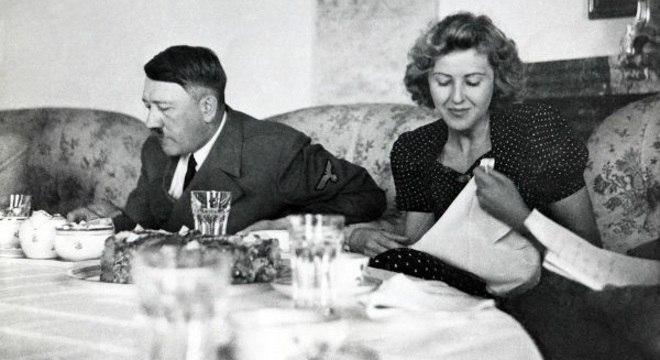 Hitler e Eva Braun, antes do suicídio com cianureto