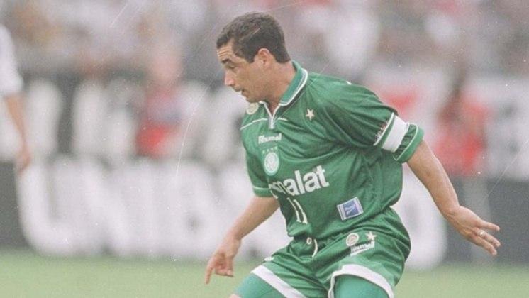 Hoje comentarista, Zinho foi ídolo das duas torcidas. Ganhou dois Brasileiros por cada um e a Libertadores pelo Palmeiras em 1999.