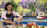 A atriz Susana Alves preparou uma receita à base de frango e bancou a verdadeira chef no Hoje em Dia!