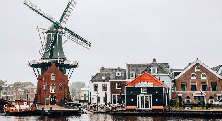 Holanda registra queda em internações e casos de covid-19 e decidi antecipar reabertura