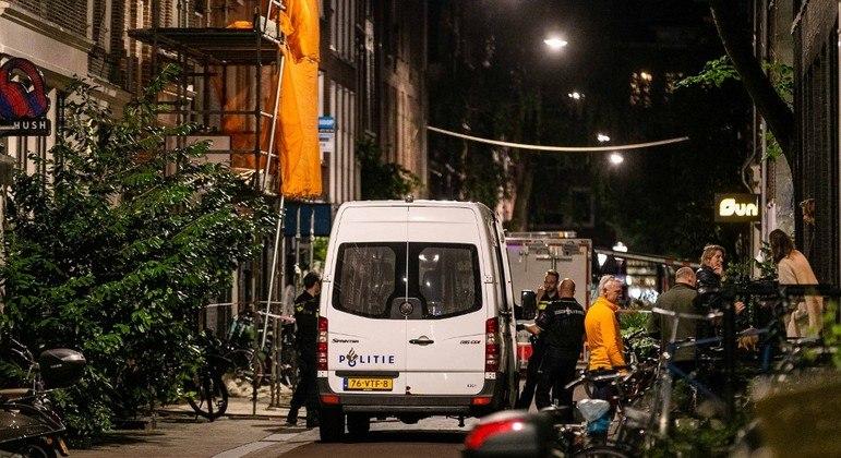 Polícia faz perícia no local do ataque, em Amsterdã